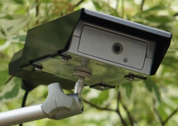 Metal case turns Raspberry Pi B+ into a security camera