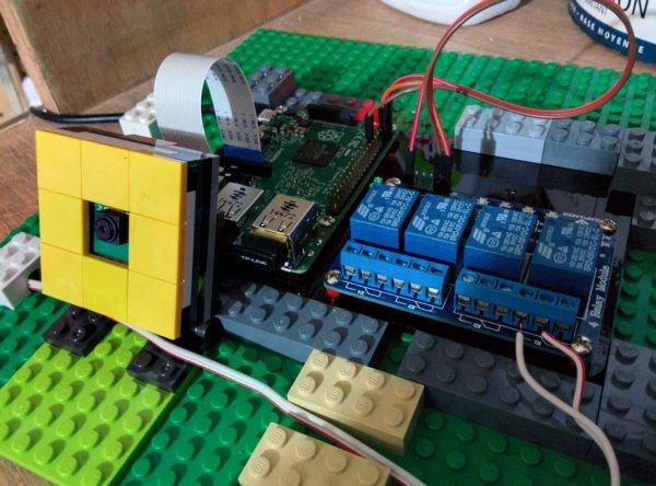 Raspberry Pi Garage Door Opener with streaming video of door status schematic