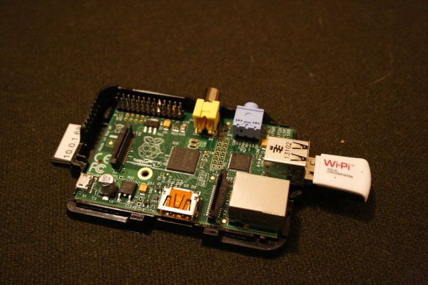Raspberry Pi: Launch Python script on startup