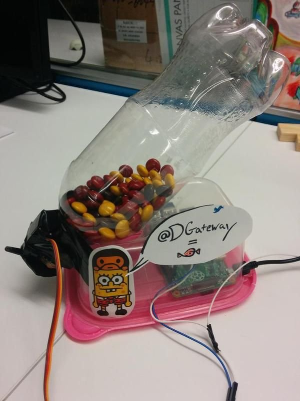 Raspberry Pi Twitter Candy Bot