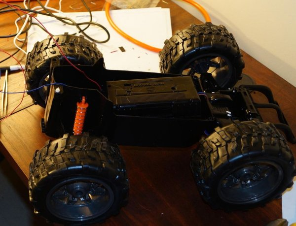 WebRTC Creeper Drone - Browser Controlled RC Car schematic