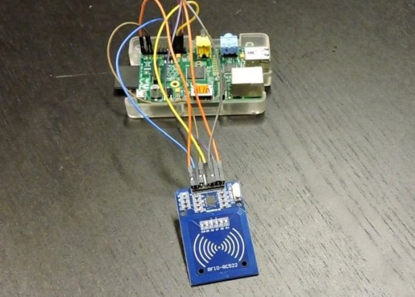 DIY-Raspberry-Pi-RFID-scanner-1