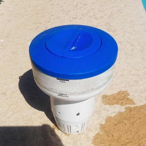 Pool temp sensor floater
