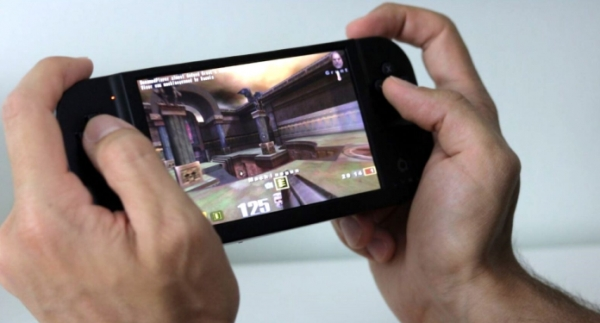 Creoqode Debuts the All-in-One Handheld Game Console, Lyra