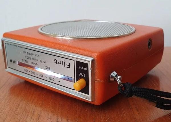 Raspberry-Pi-Internet-radio-1970's-style