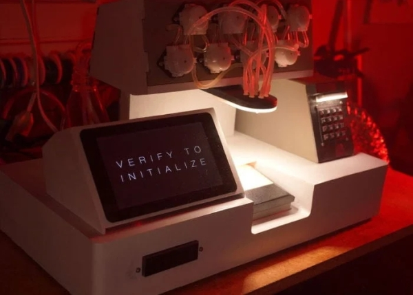 Blade-Runner-inspired-cocktail-machine-powered-by-a-Raspberry-Pi-mini-PC